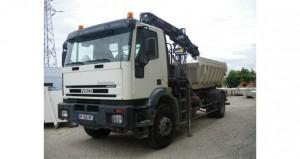 Camion grue grande portée avec benne - Travaux de démolition