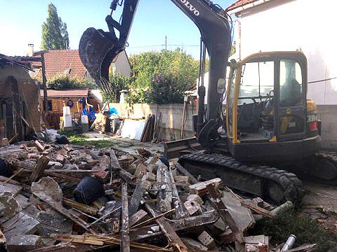 grue de chantier et évacuation de gravats par benne